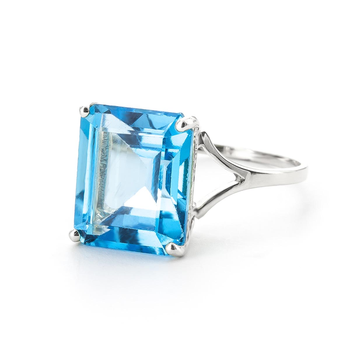 Blue Topaz Auroral Ring 7 ct in 9ct White Gold
