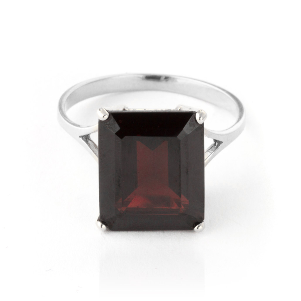 Garnet Auroral Ring 7 ct in 18ct White Gold