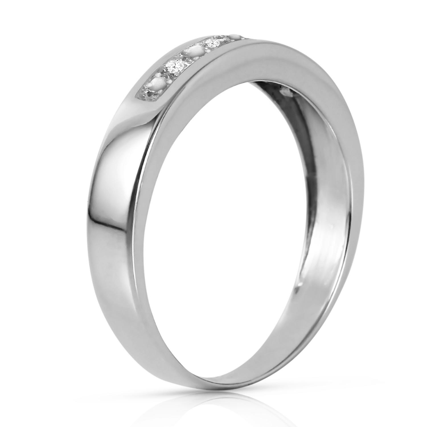 Round Brilliant Cut Diamond Ring in 14K White Gold