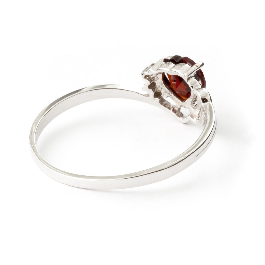 garnet and ring 0 9ct in 9ct white gold